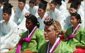 Estudantes entrangeiros tambem fazendo parte da cerimonia