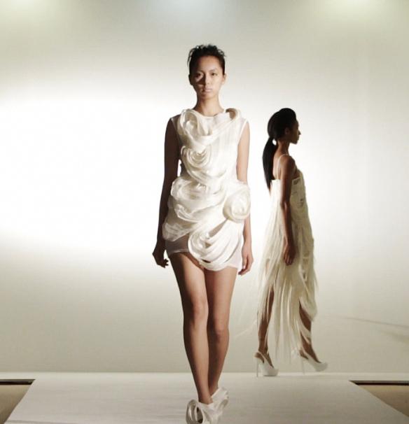 fotos por  estilistas coreano e japones Kiho Kim e Momoko Hashigami .